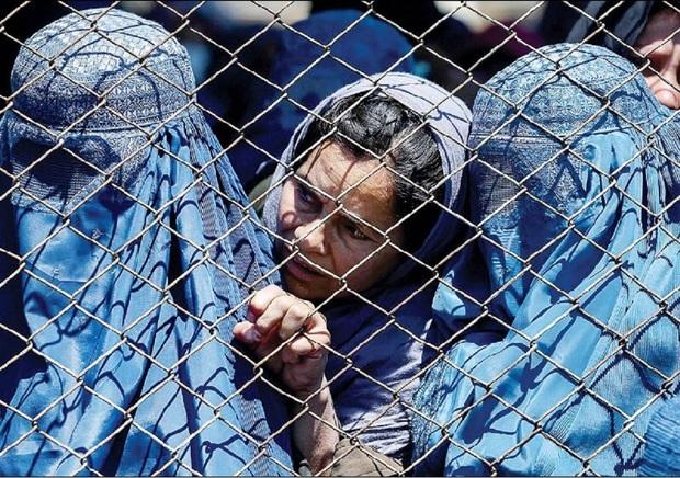زنان افغانستان فکر می کنند که دیگر همه چیز برای آنها تمام شده است/ گزارش هفتهنامه آبزرور