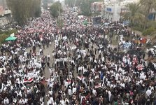 برگزاری تظاهرات بزرگ مخالفت با حضور آمریکایی ها در عراق+تصاویر