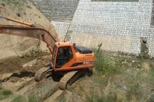 عملیات احداث بندهای سنگی ملاتی در قیر و کارزین آغاز شد