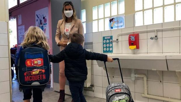 ابتلای دانش آموزان و معلمان به کرونا مدارس را در فرانسه تعطیل کرد