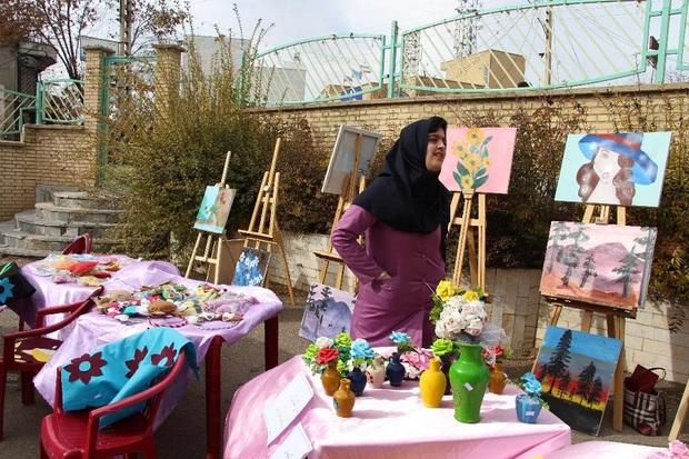 نمایشگاه صنایع دستی معلولان در تکاب گشایش یافت