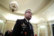 افسری که علیه ترامپ شهادت داد از ارتش استعفا می دهد