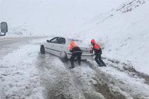 هشت گردشگر گرفتار در جاده برفگیر سالند دزفول نجات یافتند