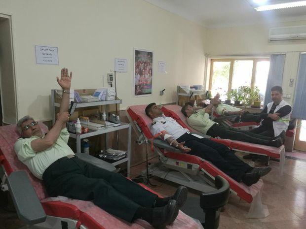 پرسنل انتظامی نقده ۱۲ هزار سیسی خون اهدا کردند