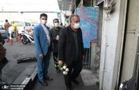 حضور مسجد جامعی در کتابفروشی حافظ و اهدای گل به همسایگان آن (13)