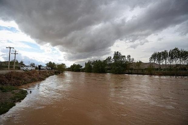 دبی زاینده رود در اصفهان افزایش می یابد
