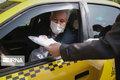 اقلام بهداشتی بین تاکسیرانان منطقه ۶ تهران توزیع شد