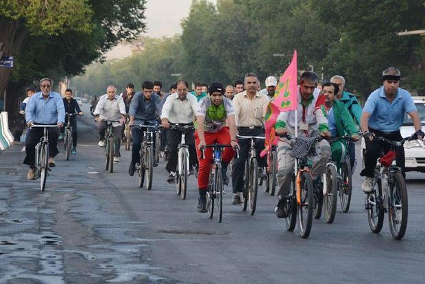 دوچرخه سواران یزدی به یاد شهیدان، رکاب زدند