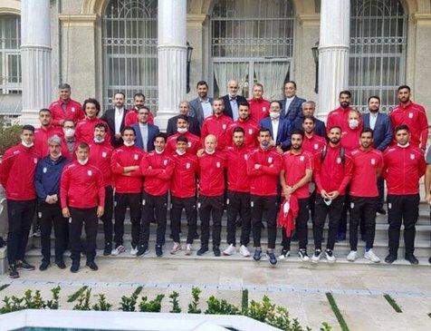 بازگشت تیم ملی فوتبال به ایران