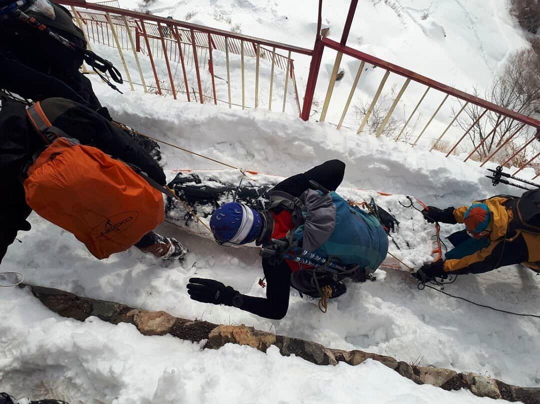 جسد کوهنورد فوت شده در توچال منتقل شد
