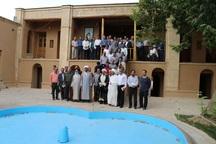 جمعی از مسئولین فرهنگی ادارات آب شهری و روستایی کشور از زادگاه امام خمینی بازدید کردند