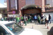 تجمع کارگران شهرداری اهواز مقابل شورای شهر  کارگران خواهان پرداخت حقوق و بیمه معوقه هستند