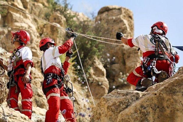 جسد کوهنورد از آبهای دره تنگ زندان چهارمحال و بختیاری خارج شد