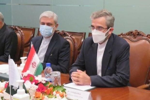 اتفاقی عجیب در دیدار معاون سیاسی وزارت خارجه با همتای پاکستانی + عکس
