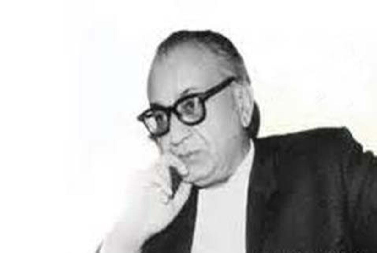 چند سطری از زندگی دکتر غلامحسین مصاحب