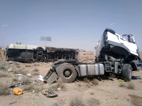 واژگونی تانکر حامل بنزین با ۲ کشته در کرمان