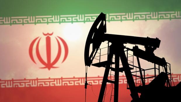 ایران با وجود تحریمها 500 هزار بشکه در روز نفت صادر میکند