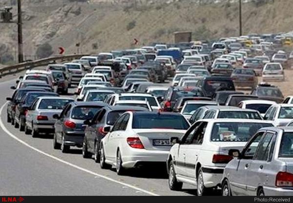 جادههای شمال همچنان پر ترافیک   چالوس و هراز فردا یک طرفه میشود