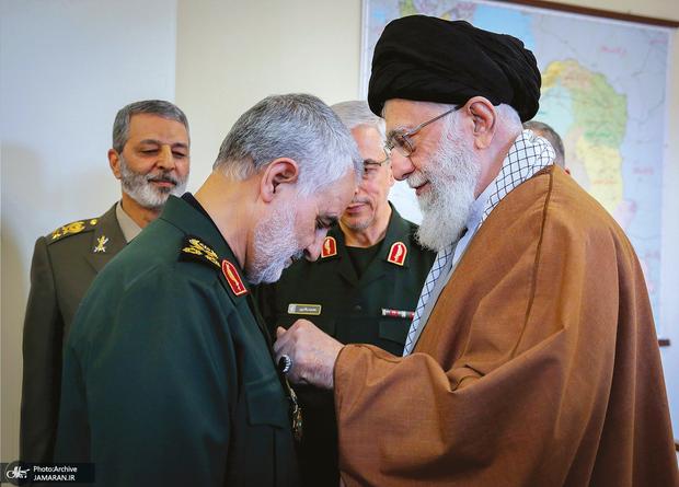 انتشار  یادداشت رهبر معظم انقلاب درباره زندگی نامه خودنوشت سردار سلیمانی + عکس