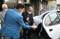 حضور مسجد جامعی در کتابفروشی حافظ و اهدای گل به همسایگان آن (10)
