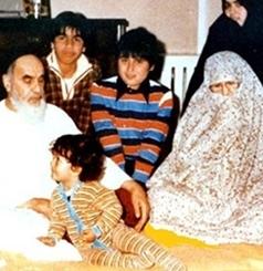 کان الامام یودّ زوجته کثیراً..