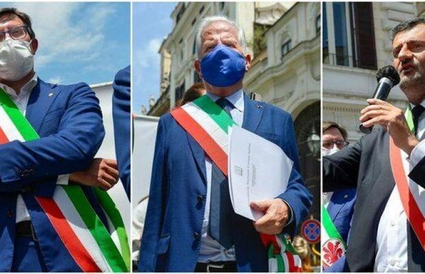 عکس/ اعتراض شهرداران به دولت