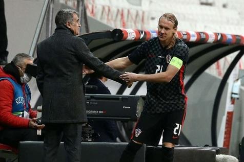 """اتفاقی باورنکردنی برای کاپیتان کرواسی/ بازی یک نیمه ای """"ویدا"""" با کرونا+ عکس"""