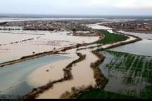 سیلاب برخی خیابان های محله عین 2 اهواز را به زیر آب برد