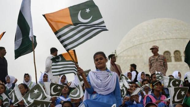 در سایه تنش میان هند و پاکستان،عمران خان وارد کشمیر شد