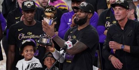 لیکرز بعد از ۱۰ سال قهرمان NBA شد+عکس