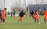 فوتبال درون تیمی بازیکنان استقلال در پشت درهای بسته/ عکس
