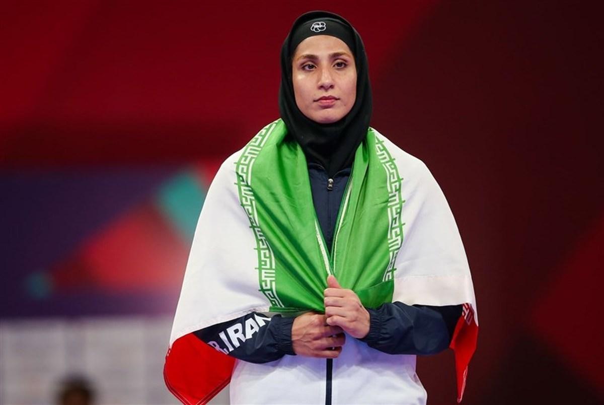 حمیده عباسعلی سوگندنامه زنان المپیکی را قرائت میکند