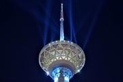 تماشای ۴۰ سال هنر انقلاب ایران در برج میلاد تهران