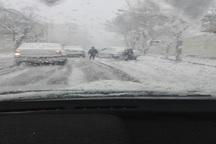 بارش برف تردد در شهرکرد را مختل کرد