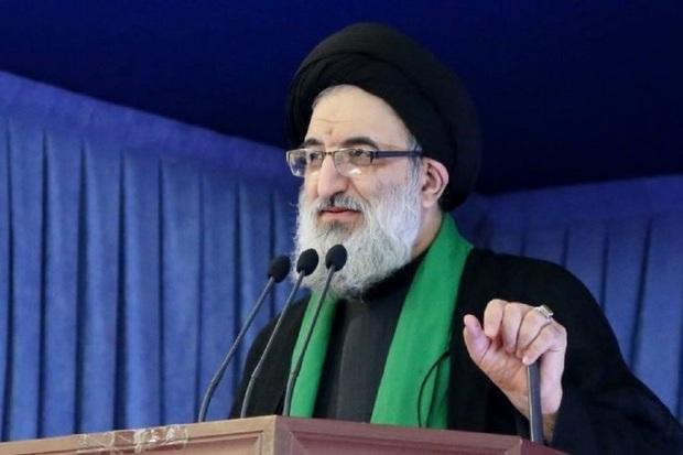 امام جمعه کرج: باید کمک کنیم تا جوانان انقلابی روی کار بیایند