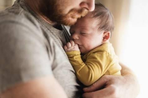 اهمیت آروغ گرفتن از نوزاد