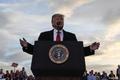 ادامه جنگ شبکه های اجتماعی با ترامپ و هوادارانش