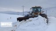 برف راه ارتباطی ۴۶ روستای شهرستان رامسر را قطع کرد