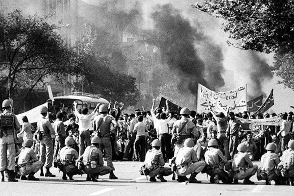 خطر فراموش کردن نقش همه مردم در انقلاب اسلامی