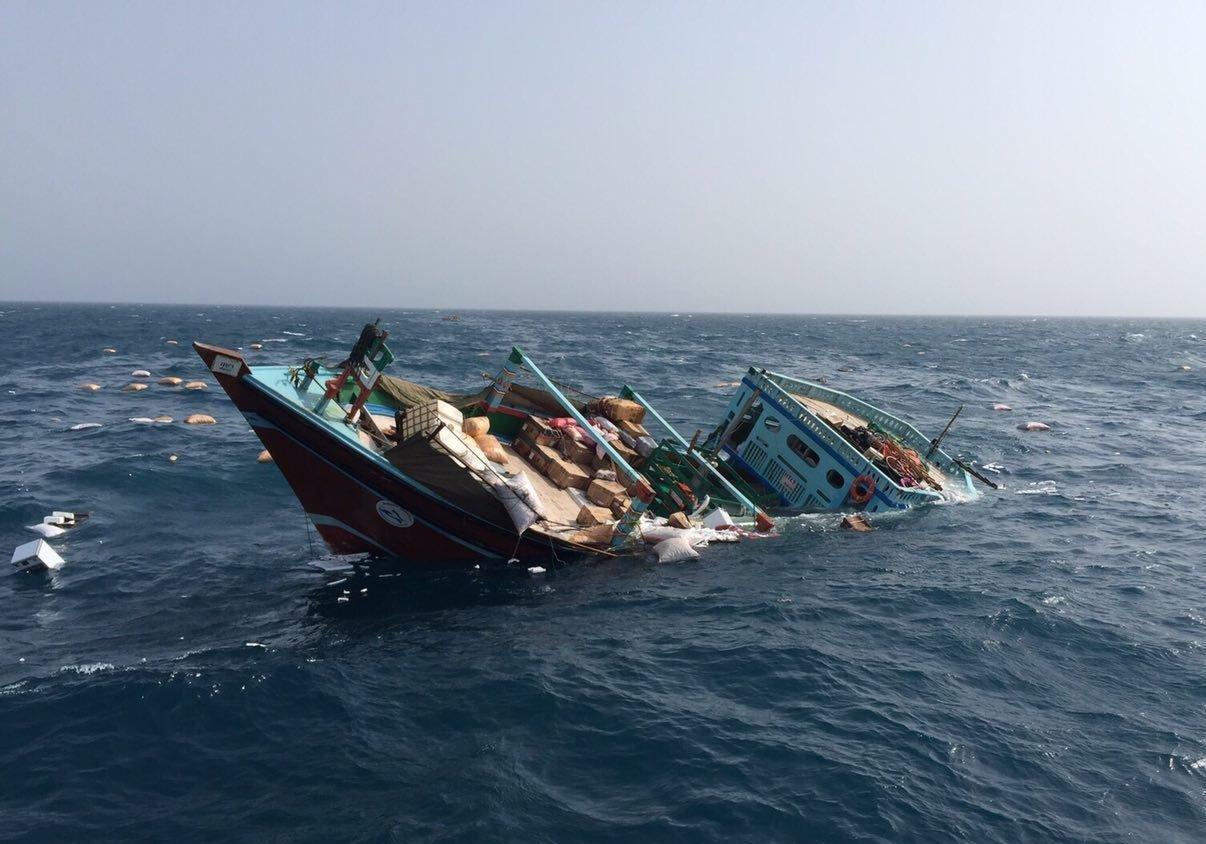 نجات جان خدمه لنج باری غرق شده