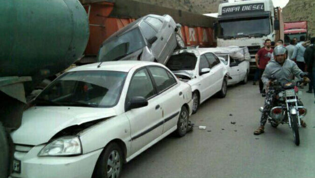 تصادف زنجیره در جاده شیراز به اصفهان