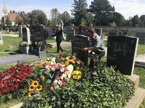 در مراسم خاکسپاری هنرمند ایرانی در وین چه گذشت؟ + عکس