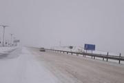 آزادراه زنجان - قزوین به علت یخزدگی و تصادف زنجیرهای بسته شد