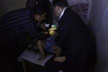 وزیر بهداشت کودک لردگانی را ویزیت کرد