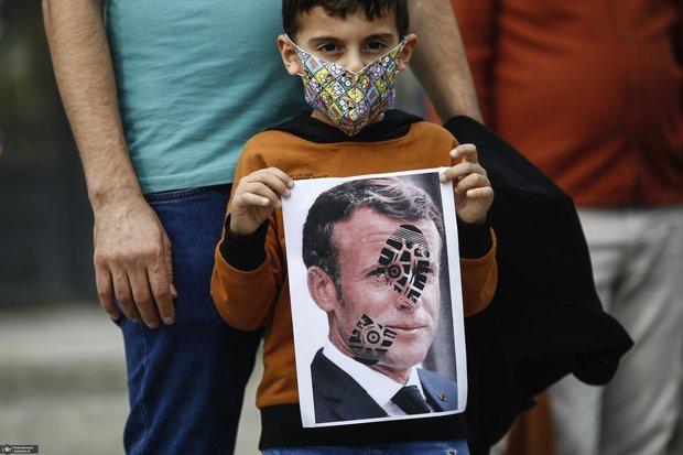ادامه فشار بر مسلمانان در اروپا / چرا فرانسه شمشیر را از رو بسته است؟