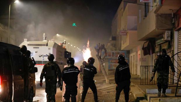 آشوب در حومه پایتخت تونس در پی کشته شدن یک جوان در مرکز امنیتی