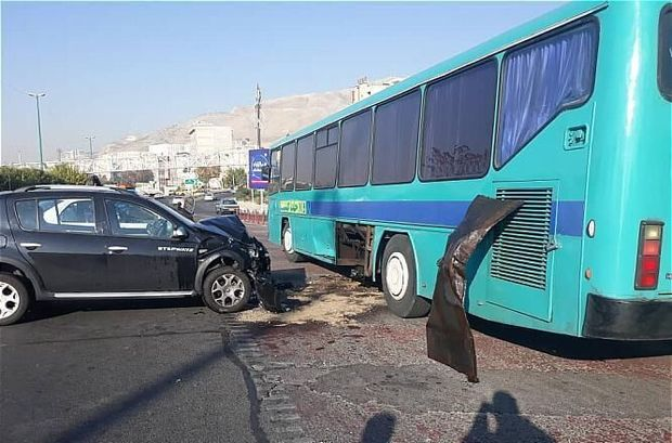 تصادف اتوبوس با خودرو سواری در تهران ۲ مصدوم داشت