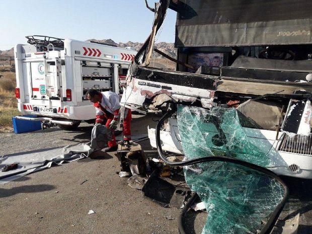 برخورد تریلی و اتوبوس در جاده مشهد - تربت حیدریه یک کشته و ۱۶ مصدوم به جا گذاشت