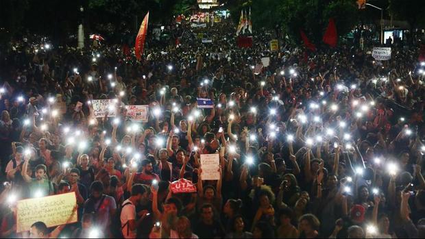 اعتراض گسترده برزیلی ها علیه دولت/ تلاش رئیس جمهور برای حذف چپ ها از دانشگاه ها برزیل را به آشوب کشاند+عکس
