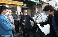 حضور مسجد جامعی در کتابفروشی حافظ و اهدای گل به همسایگان آن (1)